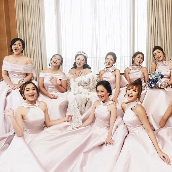 Inspirasi Model Baju Bridesmaid Sesuai Dengan Tema Pesta Pernikahan Womantalk