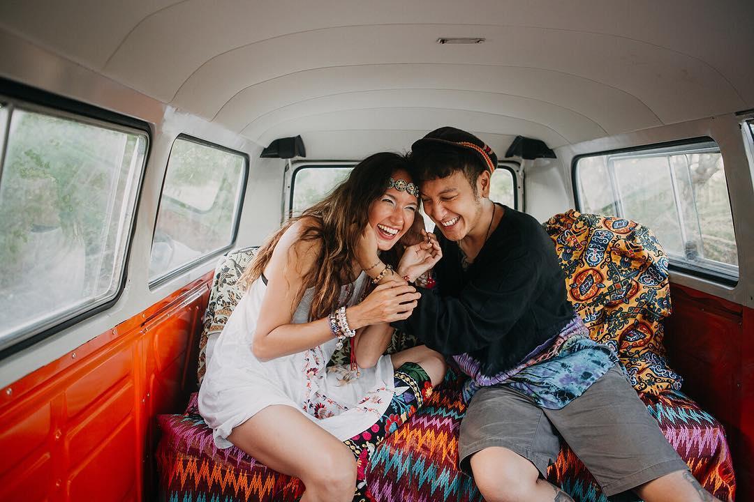 Walau Terlihat Sederhana Konsep Pre Wedding Artis Indonesia Ini Tetap Terlihat Elegan Womantalk