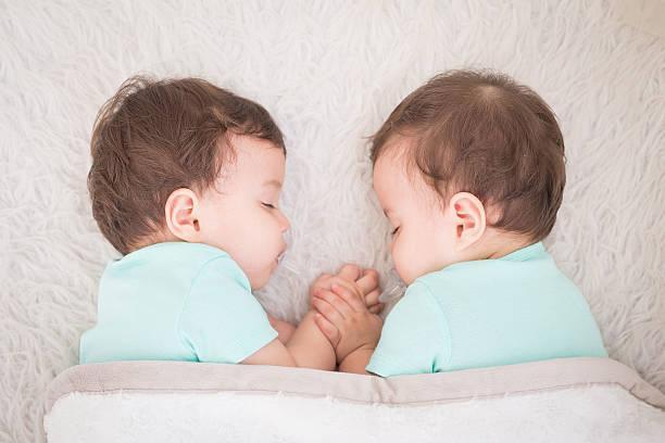 Benarkah Menunda Kehamilan Perbesar Kemungkinan Punya Anak Kembar?