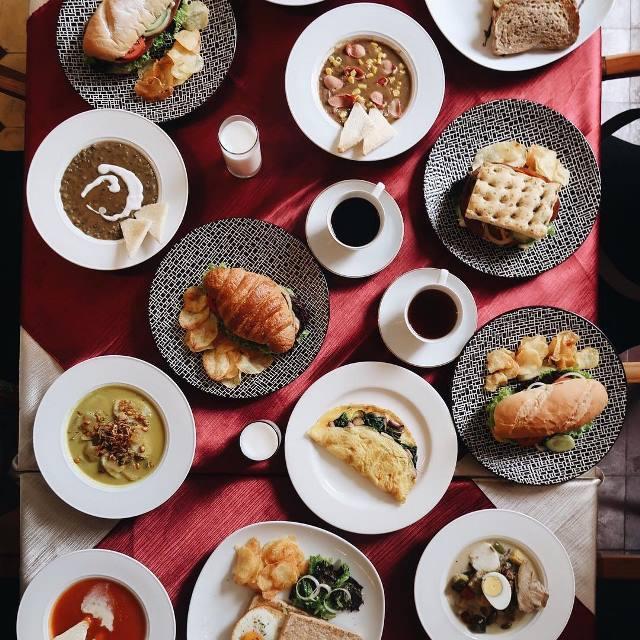 5 Tempat Makan Di Bandung Dengan Menu Rumahan Sampai Menu Barat