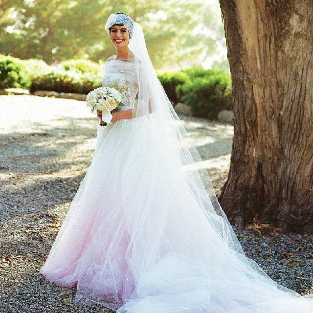 7 Gaya Gaun Pengantin Warna Pink Impian Para Selebriti Womantalk