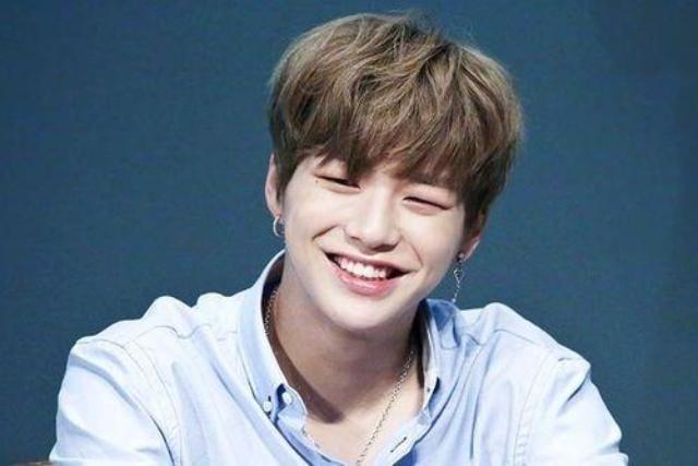 10 Idola Kpop Pria Ini Punya Eye Smile Yang Bisa Bikin Meleleh Womantalk